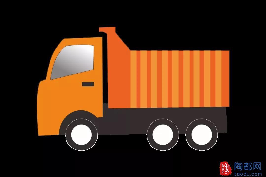 大型货车侧翻!公路养护工人连夜清理现场